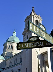 N Laurel Meets S Cathedral (pjpink) Tags: church cathedral cathedralofthesacredheart sacredheart architecture vcu fandistrict thefan rva richmond virginia may 2019 spring pjpink 2catswithcameras