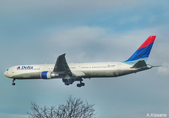 DELTA B767 N829MH (Adrian.Kissane) Tags: london heathrow delta lhr 29700 n829mh 21112009 b767