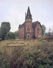 Głuszyca, Poland. (wojszyca) Tags: intrepid camera 4x5 largeformat fujinon sw 90mm kodak portra 400 epson v800 abandoned house villa tower głuszyca