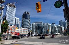 Toronto - downtown (guidoa58) Tags: guidoa58 viaggio canada ontario toronto metropoli grattacieli architettura street building centrocittà traffico
