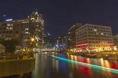 Milwaukee-noturnas-nightshots (dzparq) Tags: long exposure longa exposição nightshots noturnas city cidade urban landscape paisagem urbana milwaukee