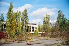 bv - pripyat town (johnnytakespictures) Tags: belomo vilia analogue 35mm russian soviet ussr rangefinder fujifilm fujicolor fujicolorsuperiaxtra superiaxtra400 film ukraine europe travel travelling chernobyl exclusionzone radioactive nuclear atomic disaster zone pripyat cyrillic letters lettering letter word words wording abandoned abandon derelict dereliction building architecture modern sign rusty rusted town city urban ghosttown ruins ruined ruin