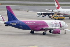HA-LYX | Wizz Air | Airbus A320-232(WL) | CN 8183 | BBuilt 2018 | VIE/LOWW 05/04/2019 (Mick Planespotter) Tags: aircraft airport 2019 nik sharpenerpro3 schwechat wien flughafen vienna a320 spotter aviation avgeek plane planespotter airplane aeroplane halyx wizz air airbus a320232wl 8183 2018 vie loww 05042019