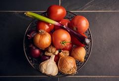 RM-2019-365-288 (markus.rohrbach) Tags: natur pflanze gemüse tomate projekt365 zwiebel knoblauch thema fotografie stillleben