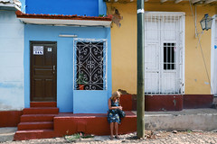 Hostal Trinihorse (emerge13) Tags: architecture candid colonialarchitecture cuba streets trinidad colors sunny sunnyday trinidadsanctispirituscuba architecturaldetails calles cobblestonestreets colorfulcities humans mujer mujeres street woman women