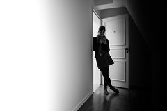 Happy Birthday Sarah (Black&Light Streetphotographie) Tags: mono monochrome menschen menschenbilder leute lichtundschatten lightandshadows urban tiefenschärfe wow dof depthoffield fullframe face friends freunde sony streetshots streets streetshooting street streetportrait schwarzweis streetphotographie sw sonya7rii city closeup bw blackandwhite blackwhite bokeh blur blurring