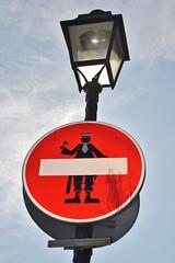 Clet_1904 place d'Aligre paris 12 (meuh1246) Tags: streetart paris clet placedaligre paris12 cletabraham panneau