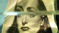 Joan l'air de rien (andrefromont) Tags: andréfromont andrefromontfernandomort fernandomort oeil yeux eyes regard vintage verre glass