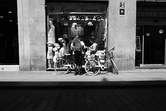 Ricami Veronica (Bury Gardener) Tags: barcelona spain europe 2019 catalonia streetphotography street streetcandids snaps strangers candid candids people peoplewatching folks fujixt3 fuji fujifilm bw blackandwhite monochrome mono
