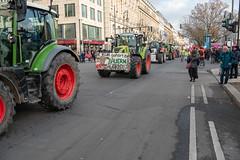 """WIR HABEN ES SATT"", Demonstration vor dem Brandenburger Tor, Berlin, 19.01.2019 (Stefan Müller (climate)) Tags: 2019 berlin bürger demonstration deutschalnd fahrzeug germany traktor wirhabenessatt rally"