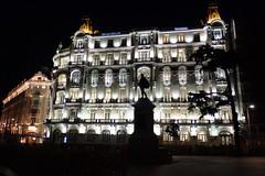 Madrid - Edificio Plus Ultra. (EduOrtÍn.) Tags: edificioplusultra madrid edificio escultura nocturna