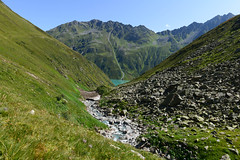 From here on the trail leads up, up and up. (balu51) Tags: wanderung wandern landschaft berge tal bergbach see wasser geröll schnee mittag sommer hiking landscape mountains valley creek lake water noon summer graubünden surselva august 2019 copyrightbybalu51