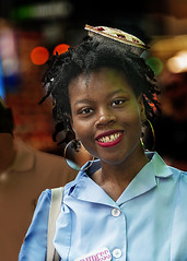 Portrait (D80_545653) (Itzick) Tags: manhattansep2019 nyc candid color colorportrait blackwoman streetphotography smile smiling headgear portrait earrings d800 itzick
