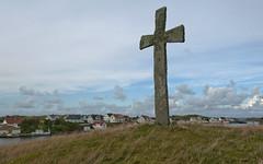 The stone cross at Kvitsøy (Anders_3) Tags: kvitsøy rogaland norge norway krossøy leiasundet landscape nature coast island christianity medieval history 7s76690v3 nikon woodenhouses coastalcommunity viking snorresaga vestlandet