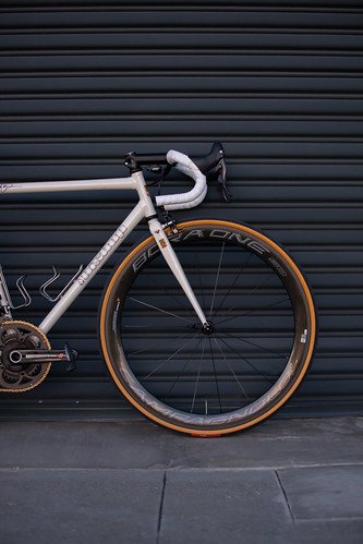 Columbus MAX custom frame with eee direct mount brakes and Campagnolo EPS group. Paint by Bryan Myers at Fresh frame photo's By the customer Al