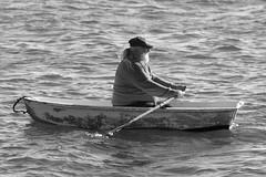 Old Sea-dog (RubénRamosBlanco) Tags: humanos humans gente people hombre man marino sailor seaman oldseadog viejolobodemar bote boat rowing remar mar sea chatham mass usa blancoynegro blackandwhite bw