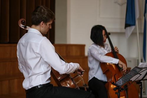 Tšellistid Marcel Johannes Kits ja Silvia Ilves Muusikapäeval Läänemaa Ühisgümnaasiumis. Foto: Kaarel Metssalu