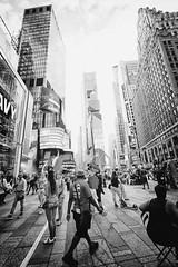 passeggiando in times square (mat56.) Tags: street strada live vita panorama paesaggi paesaggio landscapes landscape urban urbano persone people piazza place timessquare newyork manhattan usa grattacieli skyscrapers black bianco nero white monocromo monochrome antonio romei mat56