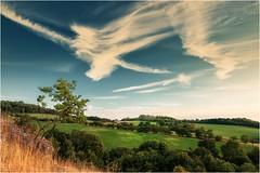 Wolkenbild (linke64) Tags: thüringen deutschland germany natur landschaft himmel wolken wiese wolkenhimmel wald bäume berge büsche blüten felsen feld gras gebäude gebüsch grün wolkenbild bild diagonale