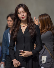 (seua_yai) Tags: people woman asian women asia candid seoul southkorea asianwoman koreanwoman koreanwomen seoulfashionweek seoulfashionweek2019 street shoes streetportrait streetfashion streetcandid seuayai koreanstreetfashion koreaseoul2019