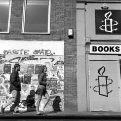 Short Skirt (4foot2) Tags: streetphoto streetshot street streetphotography candidportrate candid reportagephotography reportage analogue people peoplewatching peopleofbrighton interestingpeople shortskirt miniskirt legs prettygirl sexygirl sexy hotgirl northlaines brighton 120film mediumformat blackandwhite bw mono monochrome ilford ilfordhp5plus hp5plus kodakhc110 hc110 kodak rolleiflex rolleiflex35c rollei tlr twinlensreflex 2019 fourfoottwo 4foot2 4foot2flickr 4foot2photostream