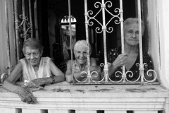 Tres simpáticas mujeres de Regla