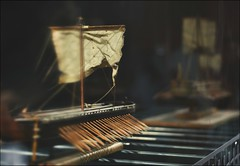 * (PattyK.) Tags: snapseed nikond3100 greece grecia griechenland balkans ellada ελλάδα βαλκάνια οκτώβριοσ 2019 october νόησισ μουσείοτεχνολογίασ θεσσαλονίκη μακεδονία thessaloniki noesis technologymuseum macedonia makedonia museum boat ancient model μουσείο έκθεμα display