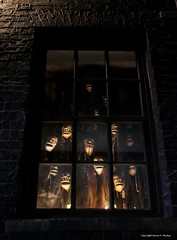 Shrunken Heads Serenade (Little Hand Images) Tags: shrunkenheads singing window diagonalley universalorlando dark noflash knockturnalley
