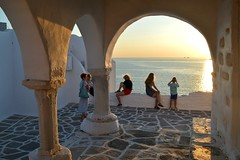Paroikia (Paros), aspettando il tramonto alla chiesetta di San Costantino (Valerio_D) Tags: ιερόσναόσαγίουκωνσταντίνου paros paroikia grecia cicladi isolecicladi 2019estate πάροσ παροικιά κυκλάδεσ ελλάδα cyclades greece 1001nightsthenew