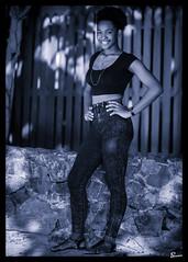 Kiki (02_0003BW) (ronnie.savoie) Tags: africanamerican black noir negra woman mujer chica muchacha girl pretty guapa lovely hermosa browneyes ojosnegros brownskin pielcanela portrait retrato model modelo modèle smile sonrisa sandybay roatan roatán honduras hondureña catracha bayislands islasdelabahía diaspora africandiaspora