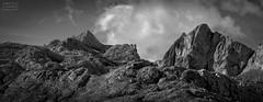 Tesorero y Torre de Horcados Rojos (Jose Antonio. 62) Tags: spain españa picosdeeuropa mountains montañas bw blancoynegro blackandwhite clouds nubes tesorero torredehorcadosrojos