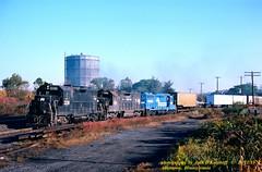 CR 2336-7861-2197, Allentown, PA. 10-21-1978 (jackdk) Tags: train railroad railway locomotive emd emdgp35 gp38 gp35 gp30 penncentral pc cr conrail reading readingline readingrailroad standardcab fallenflag cpburn burn allentownpa allentown tofc trailertrain