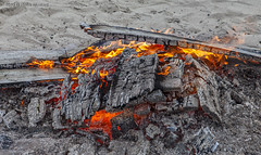 Hot Inside (Pieter Musterd) Tags: hot strand vuur kijkduin heet vreugdevuur brandstapel holland canon nederland denhaag canon5d nl thehague lahaye musterd pietermusterd 'sgravenhage canon5dmarkii pmusterdziggonl houtskool fire