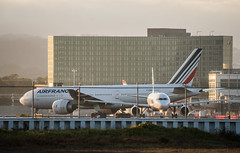 air france flight af 82 from paris taxis to arrival gate (pbo31) Tags: bayarea california nikon d810 color october 2019 boury pbo31 autumn sanfranciscointernational sfo sanmateocounty airport airline aviation plane travel flight millbrae sunset airfrance boeing 777 taxi