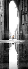 Urgence orangée ! (Tonton Gilles) Tags: alençon normandie porche gothique flamboyant église basilique notredame dalençon arche entrée silhouette personnage noir et blanc partiel orange gilet reflets eau flaque deau miroir scène de rue