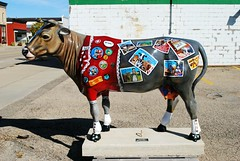 Belleville, Wisconsin Cow (Cragin Spring) Tags: wisconsin wi midwest unitedstates usa unitedstatesofamerica rural belleville bellevillewi bellevillewisconsin smalltown cow statue painted