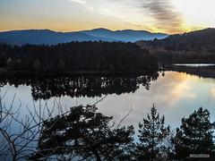 "Beinn a Mheadhoin Loch, Glen Affric at sunset in winter. (Scotland by NJC.) Tags: forest woodland plantation skov bos ""bosque grande"" metsä forêt wald lakes lochs reservoirs waters meres tarns ponds pool lagoon jezero sø meer järvi lac see λίμνη 湖 sunset nightfall dusk sundown gloaming twilight غُرُوبُ الشَّمْس ""pôr do sol"" 日落 zonsondergang crepúsculo auringonlasku ""coucher de soleil"" sonnenuntergang ηλιοβασίλεμα tramonto lochbeinnamheadhoin glenaffric scotland"