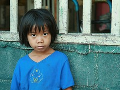 big, sad eyes (the foreign photographer - ฝรั่งถ่) Tags: girl child big eyes khlong thanon portraits bangkhen bangkok thailand canon