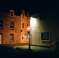 (Filip.G) Tags: streetphotography night portra400 kodak 120 film planar80mmf28 500cm hasselblad