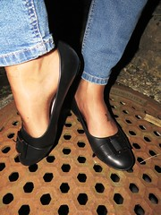 """new """"Andres Machado"""" ballet flats - outdoor session (Isabelle.Sandrine2001) Tags: newflats jeans legs feet tattoos nylons stockings shoeplay dangling pumps ballet flats shoes leather"""