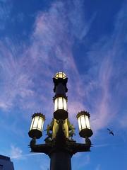 Barcelona. Rambla de Canaletas. (Lucio José Martínez González) Tags: luciojosémartínezgonzález barcelona españa spain cataluña catalonia ciudad city sky cielo azul blue ngc asbeautifulasyouwant clouds nubes lasramblas