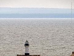 Lake Superior & Lighthouse, 17 July 2019 (photography.by.ROEVER) Tags: minnesota 2019 july july2019 vacation roadtrip 2019vacation 2019roadtrip minnesota2019roadtrip minnesota2019vacation duluth stlouiscounty lake greatlakes lakesuperior lighthouse duluthpierlighthouse horizon usa
