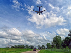 Airplane above ramp to southbound MN-77, 17 July 2019 (photography.by.ROEVER) Tags: minnesota 2019 july july2019 vacation roadtrip 2019vacation 2019roadtrip minnesota2019roadtrip minnesota2019vacation drive driving driver driverpic ontheroad road highway minneapolis hennepincounty ramp exit interchange minnesotastatehighway62 minnesotastatehighway77 statehighway62 statehighway77 highway62 highway77 mn62 mn77 airplane aircraft airliner plane finalapproach final landing msp kmsp mspairport minneapolisstpaulinternationalairport airport usa