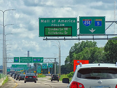MN-77 South at I-494 ramp, 17 July 2019 (photography.by.ROEVER) Tags: minnesota 2019 july july2019 vacation roadtrip 2019vacation 2019roadtrip minnesota2019roadtrip minnesota2019vacation drive driving driver driverpic ontheroad road highway richfield twincities hennepincounty minnesotastatehighway77 statehighway77 highway77 freeway southbound southboundhighway77 exit ramp i494 interchange sign biggreensign bgs overheadsign mn5 interstate494 statehighway5 mallofamerica lindaulane lindauln killebrewdrive killebrewdr usa