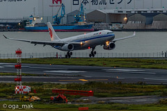 MAK-7746 (oga_mak) Tags: 日本 500mm 東京都 makogawauchi ogamak canon airplane eos airport aircraft aviation airways canoneos hanedaairport aviationphotography canonglobal igairplaneclub eos1dxmarkii hikoukiclub myeosphoto 飛行機 羽田空港 キヤノン everybodyphoto 飛行機写真 飛行機倶楽部 写真好きな人と繋がりたい カメラ好きな人と繋がりたい 飛行機撮り隊 飛行機大好き 飛行機のある風景 エビフォト