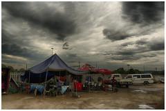 restaurantes en la estación de autobuses de Johannesburgo (bit ramone) Tags: sudáfrica johannesburgo bus autobuses estación station travel viajes bitramone pentax pentaxk3ii cielo sky clouds nibes tormenta storm