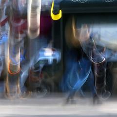 (jc.dazat) Tags: flou blur icm personnage femme woman lady couleurs colours color rue street photo photographe photographie photography canon jcdazat