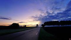 PAYSAGES DE PICARDIE 258 (aittouarsalain) Tags: picardie aube levant jour leverdujour heurebleue campagne landscape paysage route ciel nuages