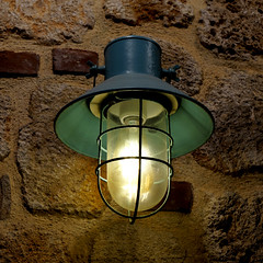 Wall lamp ... new on old (dl1ydn) Tags: dl1ydn lamp licht beleuchtung wandlampe light manuell manualfocus carlzeiss planar 50mmf14