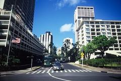 Honolulu (goodfella2459) Tags: nikonf4 afnikkor24mmf28dlens kodakelitechromeextracolor100 35mm e6 slidefilm analog color colour honolulu hawaii city streets road buildings tree